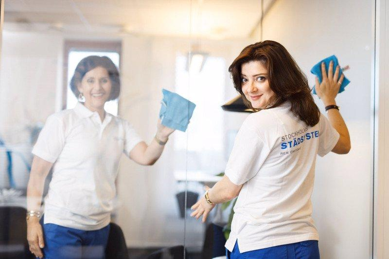 Hos oss beställer du miljö- och kvalitetscertifierade städtjänster som utförs av vår egen anställda och utbildade personal.